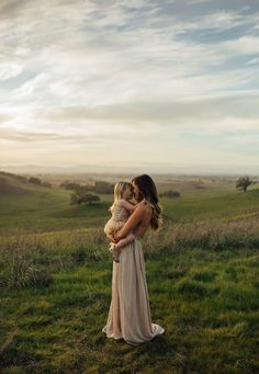 Super maternity photography poses mom only 35 Ideas Family Picture Poses, Fall Family Pictures, Family Picture Outfits, Photo Couple, Family Photo Sessions, Family Posing, Family Portraits, Family Pics, Couple Shoot