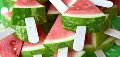 De leukste traktaties voor peuters en kleuters met foto | ZOOK.nl - gezonde traktatie, 'ijsjes' van watermeloen op een stokje