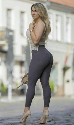 Curvy Women Fashion, Girl Fashion, Pantalon Vinyl, Sexy Outfits, Sexy Dresses, Beauté Blonde, Pernas Sexy, Hottest Models, Mannequins
