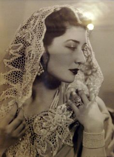 Niloufer Farhat Begum Sahiba, better known as Princess Niloufer - One of the last princesses of the Ottoman Empire. Turkish born, she was married to the second son of the last Nizam of Hyderabad in India. Vintage India, Old Photos, Vintage Photos, Rare Photos, The Last Princess, La Bayadere, Ottoman Empire, Women In History, Ancient History