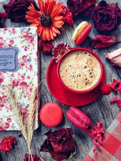 Find beauty everywhere Coffee And Books, Coffee Love, Coffee Art, Coffee Break, Coffee Cups, Tea Cups, Coffee Photography, Food Photography, Good Morning Coffee