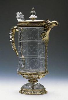 Aguamanil de cristal de roca y plata dorada con tapa y pico en forma de cabeza de ave Primer tercio del siglo XIII; Siglo XV; Hacia 1610.