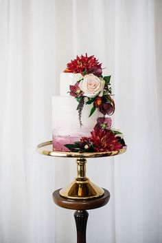 Burgundy Wedding Cake with Fresh Flowers | Meredith Lord Photography | http://heyweddinglady.com/pacific-northwest-fall-wedding-inspiration/