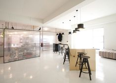 Unas Kitchen by Nordic Bros. Unas Kitchen is a minimal interior located in Chungdamdong Seoul designed by Nordic Bros. Retail Interior, Cafe Interior, Interior And Exterior, Interior Design, Office Dividers, Room Divider Doors, Office Fit Out, Ensuite Bathrooms, Co Working
