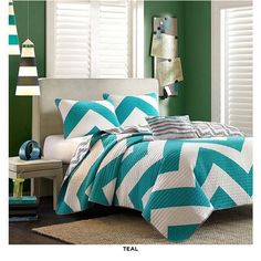 4-Piece Set: Shabby Chic Zig Zag Reversible Bedspread Collection - Assorted Colors at 57% Savings off Retail!