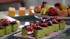 Kapcsolódó kép Fruit Salad, Budapest, Sushi, Ethnic Recipes, Food, Fruit Salads, Meal, Essen, Hoods