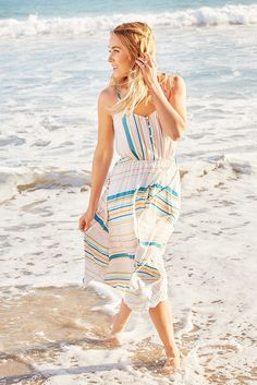 The tide is in for breezy midi dresses. Hitting just below the knee 6764d8379