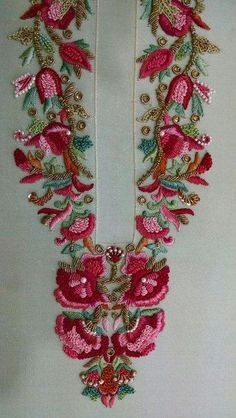 I really like the color of this stitching and I think the pattern could be adapted Zardozi Embroidery, Embroidery On Kurtis, Embroidery Neck Designs, Hand Work Embroidery, Couture Embroidery, Indian Embroidery, Embroidery Suits, Beaded Embroidery, Embroidery Stitches
