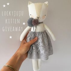 ✨✨ CLOSED ✨✨It's giveaway time! In gratitude for your support (and patience!) and to celebrate the new luckyjuju kittens, here's a chance… Handmade Stuffed Animals, Sewing Stuffed Animals, Stuffed Animal Cat, Stuffed Toys Patterns, Pet Toys, Doll Toys, Baby Toys, Fabric Animals, Fabric Toys