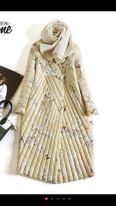This is phenomenal quilting! I have never seen a quilted coat like this. I love the diagonal presentation and the softness of the creamy oatmeal color! Fashion Details, Look Fashion, Winter Fashion, Womens Fashion, Fashion Design, Fashion Trends, Quilted Clothes, Ethno Style, Bohemian Mode