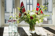 Slik pynter du til mai - Enkle tips What Is Patriotism, Sons Of Norway, Norwegian Flag, Aesthetic Room Decor, Scandi Style, 70th Birthday, Holidays And Events, Floral Arrangements, 4th Of July
