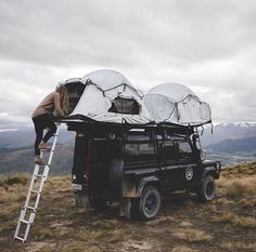 Camping tent on top of Land Rover Go Camping, Camping Ideas, Camping Hacks, Outdoor Camping, Rooftop Tent Camping, Scout Camping, Luxury Camping, Camping Trailers, Camping Theme