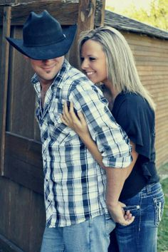 Country Engagement Pictures love the cowboy hat! Wedding Couple Pictures, Country Engagement Pictures, Cute Couple Pictures, Wedding Pics, Engagement Couple, Trendy Wedding, Wedding Couples, Engagement Photos, Couple Photos