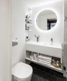 Mini Bad, Bathroom Lighting, Vanity, Mirror, Furniture, Home Decor, Houses, Bathroom Light Fittings, Dressing Tables