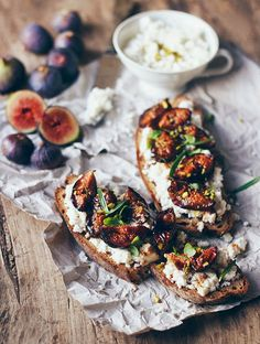 Roasted Figs Tartines with Almond Cottage Cheese (looks/sounds delicious! Roasted Figs, Breakfast Photography, Cooking Recipes, Healthy Recipes, Cooking Food, Cooking Ideas, Appetizer Recipes, Brunch Appetizers, Food Inspiration