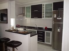 bancada de granito Yellow Walls, Home Reno, Diy Wall, Future House, Home Kitchens, Small Spaces, Sweet Home, Kitchen Cabinets, House Styles