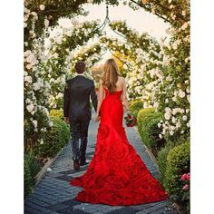 Robe de mariee princesse rouge                                                                                                                                                                                 Plus