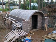 Unbelievable Undeground Homes You Need To See Underground Shelter, Underground Homes, Root Cellar Plans, Safe Room, Survival Shelter, Earthship, Cabana, Backyard Landscaping, Homesteading