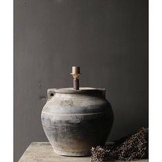 Kruiklamp gemaakt van een authentieke grijze waterkruik