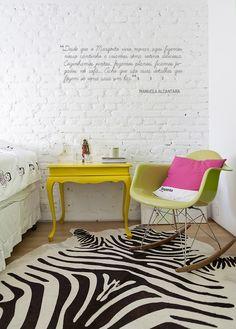 Decoração de: Detalhes; poltrona Eames; Casa de Valentina