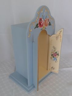 ORATÓRIO Pintura Bauernmalerei Altar, Mexican Art, Barbie, Design Reference, Bookends, Decoupage, Diy And Crafts, Sweet Home, Painting