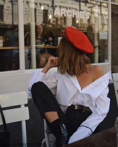 urban fashion photography which look beautiful. 90s Fashion, Autumn Fashion, Fashion Outfits, Fashion Trends, Street Fashion, Parisian Fashion, White Fashion, Dress Fashion, Fashion Women