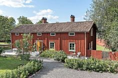 Swedish Cottage, Sweden House, Red Houses, This Old House, Small Buildings, Cottage Interiors, Scandinavian Home, Decoration, Gardens