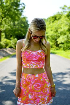 Lilly pulitzer crop top and skirt set - katie's bliss göbeği açık kıya Crop Top Outfits, Preppy Outfits, College Outfits, Preppy Style, Skirt Outfits, Cute Outfits, Fashion Outfits, Lilly Pulitzer Prints, Lily Pulitzer