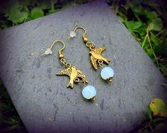 Boucles d'oreilles bronze oiseau opale blanche romantique esprit shabby chic Créateur : Boucles d'oreille par c-comme-celine