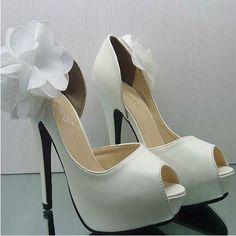 Google Image Result for http://iweddingaccessories.com/images/20120831/original/Flowers-White-Wedding-Shoes_1002_0.jpeg