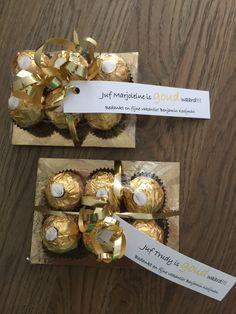 Als bedankje voor de juf. Goud karton, 6 bonbons met gouden wikkel, plastic folie, goud lint en kaartje eraan maken. Niet moeilijk, wel feestelijk