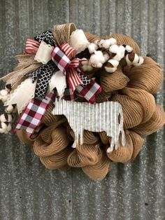 Cow Cotton Wreath 2019 Cow Cotton Wreath The post Cow Cotton Wreath 2019 appeared first on Cotton Diy. Deco Mesh Wreaths, Burlap Wreaths, Door Wreaths, Diy Wreath, Wreath Making, Wreath Ideas, Cow Decor, Cowboy Christmas, Country Wreaths