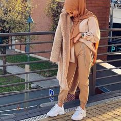 May 2020 - Modest fashion 830421618780413566 - Outfit-Ideen Modern Hijab Fashion, Street Hijab Fashion, Hijab Fashion Inspiration, Muslim Fashion, Modest Fashion, Modest Outfits Muslim, Modest Dresses, Mode Outfits, Fashion Outfits