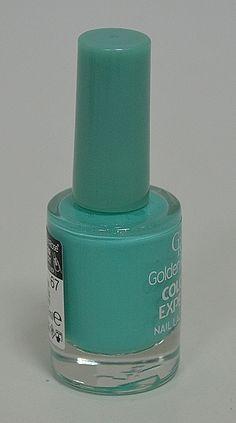 Лак за нокти в пастелен, млечно зелен - мента цвят. Блясък и издръжливост.