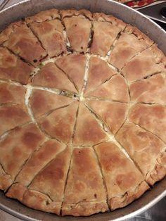 """Η Συνταγή είναι της κ.Katerina Filianaki -""""ΟΙ ΧΡΥΣΟΧΕΡΕΣ / ΗΔΕΣ"""". Υλικά για γεμιση: 1 στήθος κοτόπουλο 10 φετες μπέικον 2 πιπεριές πράσινες Μανιτάρια 400γρ γκουντα τριμμένο Λίγη φέτα τριμμενη με τα χέρια Για μπεσαμελ: 6 κ.σ. αλεύρι 6 κ.σ. βούτυρο 1 λίτρο γάλα Μοσχοκάρυδο, αλάτι, πιπερι Για το Pizza Tarts, The Kitchen Food Network, Greek Recipes, Lunches And Dinners, Soul Food, Food Network Recipes, Food To Make, Oreo, Dinner Recipes"""