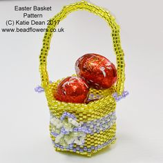Use this Beaded Easter basket pattern to make a 3-dimensional basket that you can fill with mini Easter eggs. Peyote stitch - suitable for intermediate.