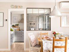 Una cocina pequeña de con muy buenas ideas de orden y distribución Small House Interior Design, Small Apartment Design, Luxury Homes Interior, Interior Design Kitchen, Kitchen Corner, Living Room Kitchen, Semi Open Kitchen, Made To Measure Furniture, Ikea
