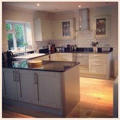 A lovely blog post about the experience of getting building work done and a new Howdens Tewkesbury kitchen.