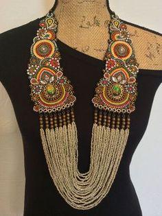 Broderie collier avec perles de rocaille sur cuir par perlinibella