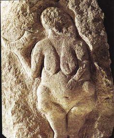 Франция. Поздний палеолит (граветт). Лоссель. Изображение женщины с ритоном