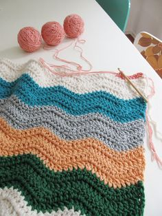 Clever tip from Dottie Angel to use up your yarn ~ sport weight (requiring three skeins to make a chunky strand), worsted weight (requiring two skeins to make a chunky strand) and just good old chunky (requiring one skein to make a chunky strand