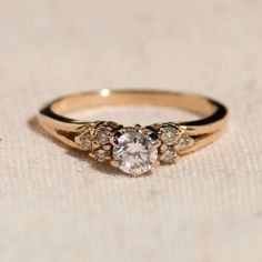Jewelry OFF! Gold engagement ring designs - Going to acquire an engagement ring? You absolutely similar to this ideal engagement ring designs. The modern-day classic and high-end engagement ring. Luxury Engagement Rings, Buying An Engagement Ring, Classic Engagement Rings, Engagement Ring Sizes, Designer Engagement Rings, Engagement Ring Settings, Engagement Ring Gold, Nontraditional Engagement Rings, Classic Wedding Rings