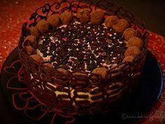 Tort cu mousse de ciocolata si caramel Something Sweet, Tiramisu, Caramel, Cookies, Ethnic Recipes, Desserts, Food, Places, Pie