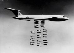 the specifications and history of the Handley Page Victor aircraft Handley Page Victor, Military Jets, Military Aircraft, Vickers Valiant, V Force, War Jet, Avro Vulcan, Royal Air Force, Royal Navy