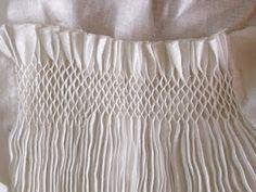 Medieval Silkwork, Smocked apron tutorials~ I love smocks :) Smocking Plates, Smocking Patterns, Sewing Patterns, Textiles Techniques, Embroidery Techniques, Sewing Techniques, Smocking Tutorial, Apron Tutorial, Punto Smok