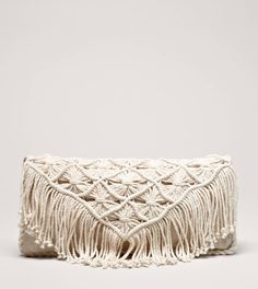 NWT AEO boho fringe clutch Brand new! Macrame Purse, Armband Diy, Micro Macramé, Boho Bags, Diy Schmuck, Clutch Bag, Purses And Bags, Creations, Weaving
