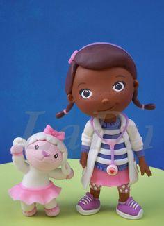 Resultado de imagem para lembrancinha de aniversario doutora brinquedos biscuits