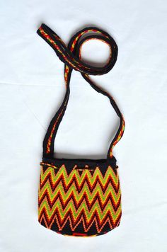 WAYUU BAG – Small-Sized Mochila. Handwoven by a woman from the Wayuu Tribe. Flames. AVAILABLE AT www.colombiart.co