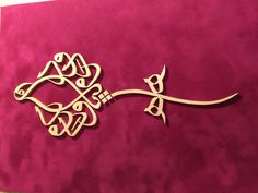 Ya vedud- yapım aşaması  #osmanlınahtsanatı #gelenekselelsanatları #nahtsanatı #nahttablo #elemeği #evdekorasyon #tablo #ahşapişleri #howtomake #wood #doityourself #DIY #nomachine #carved #carving #handmade Scroll Saw Patterns, Islamic Calligraphy, Islamic Art, Art History, Gifts, Jewelry, Pattern, Presents, Jewlery