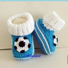 Making Easy Kids Booties with Ball Decoration with 2 Skewers. 1 year-- Making Easy Kids Booties with Ball Decoration with 2 Skewers. Knitting Patterns Boys, Baby Patterns, Knitting Hats, Crochet Patterns, Crochet Baby Shoes, Crochet Baby Booties, Baby Bootees, Baby Slippers, Toddler Shoes